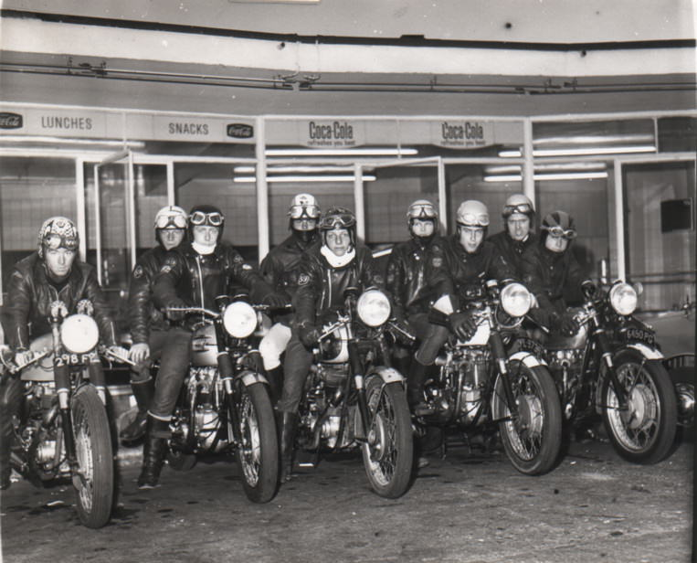 Cafe-racer-la-gi-1960s Rockers outside Watford's Busy Bee Café
