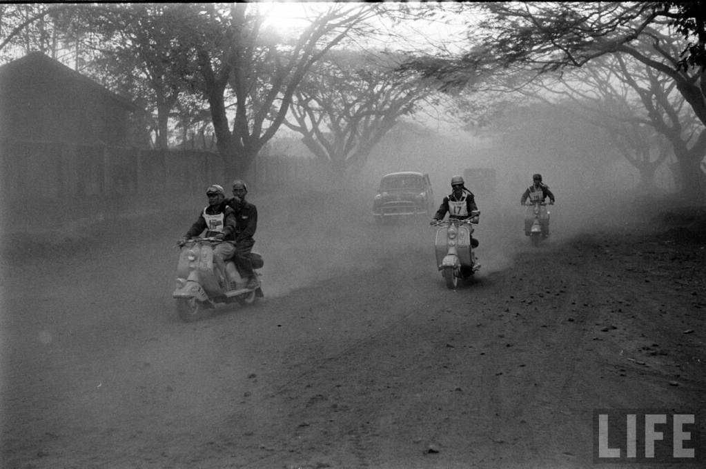 Giai-dua-vespa-Scooter-Rally-Saigon-Buonmethuot-1957